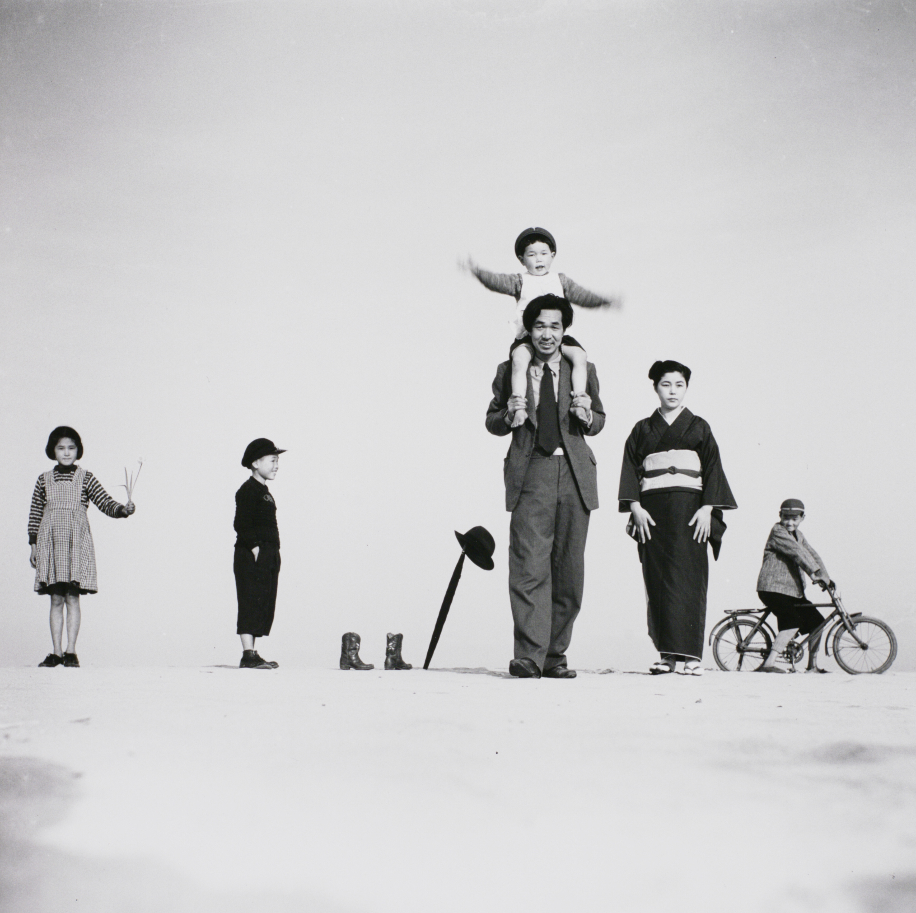 Ueda Shoji. Papa, Mama and the Children, 1949.